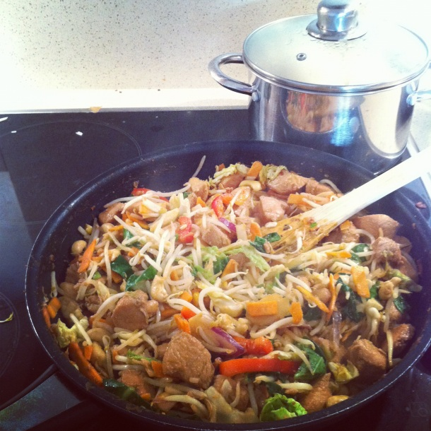 chicken stirfry with cashews and beansprouts