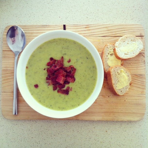 Courgette, basil and parmesan soup with crispy smoked bacon