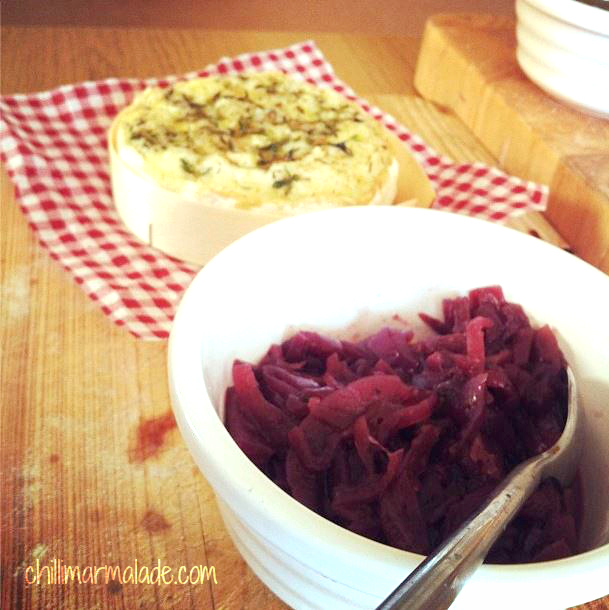 Red onion marmalade with camembert